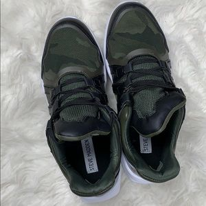 3907f8d852e Steven madden giddy camouflage sneakers NWT